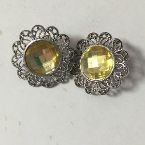 Jewelry - Women's post style earrings